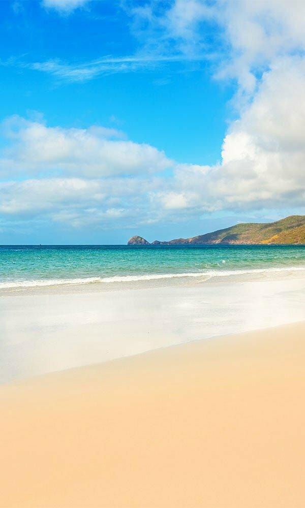 con dao plage de sable blanc et eau turquoise