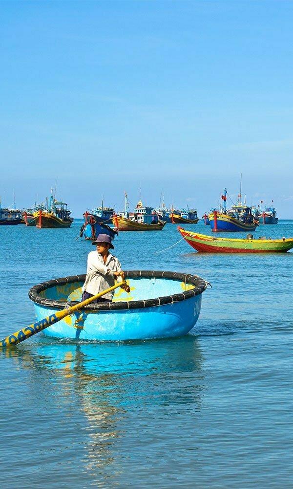 Barques colorées à Mui Ne