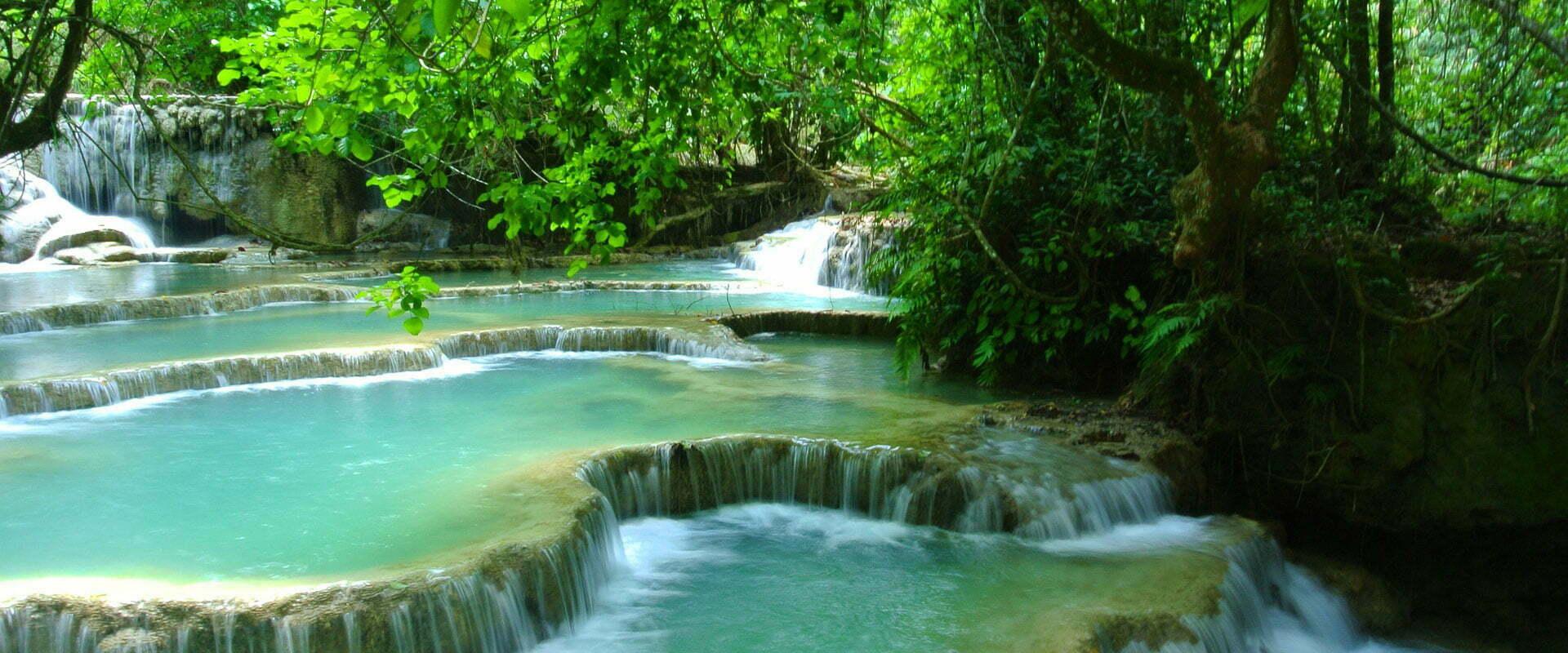Bains naturels et minis cascades au milieu d'une nature verdoyante