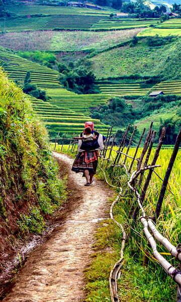 sapa, femme Hmong portant un bébé Vietnam