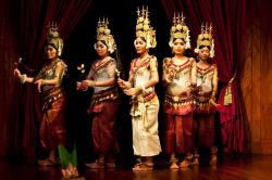 Angkor, danseuses traditionnelles