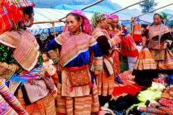 Femmes en habits traditionnels à Bac Ha