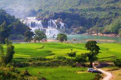 Les champs et les cascades de Ban Gioc