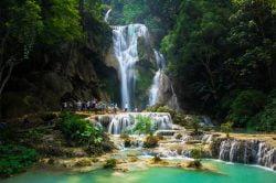Cascade Bolovens et touristes