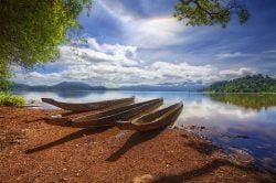 buon me thuot kayak en bois au bord de la rivière