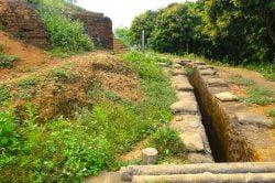Tranchée et escalier en pierre à Dien Bien Phu