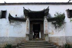 Entrée d'un temple à Ha Giang