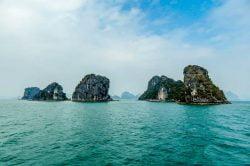 baie d'Halong et ses rochers karstique, Vietnam