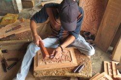 Sculteur de bois à Hanoi