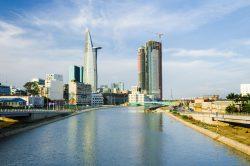 Un fleuve et des immeuble Ho Chi Minh