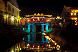 """Le pont japonais d""""hoi An de nuit"""