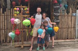 Famille et lampions à Hoi An