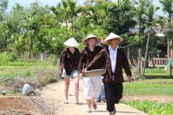 Visite de Hoi An en tenues traditionnelles