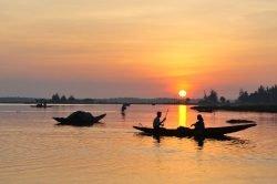 Coucher de soleil sur l'eau à Hue