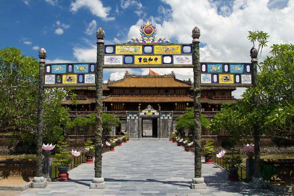 Entrée d'un temple à Hue