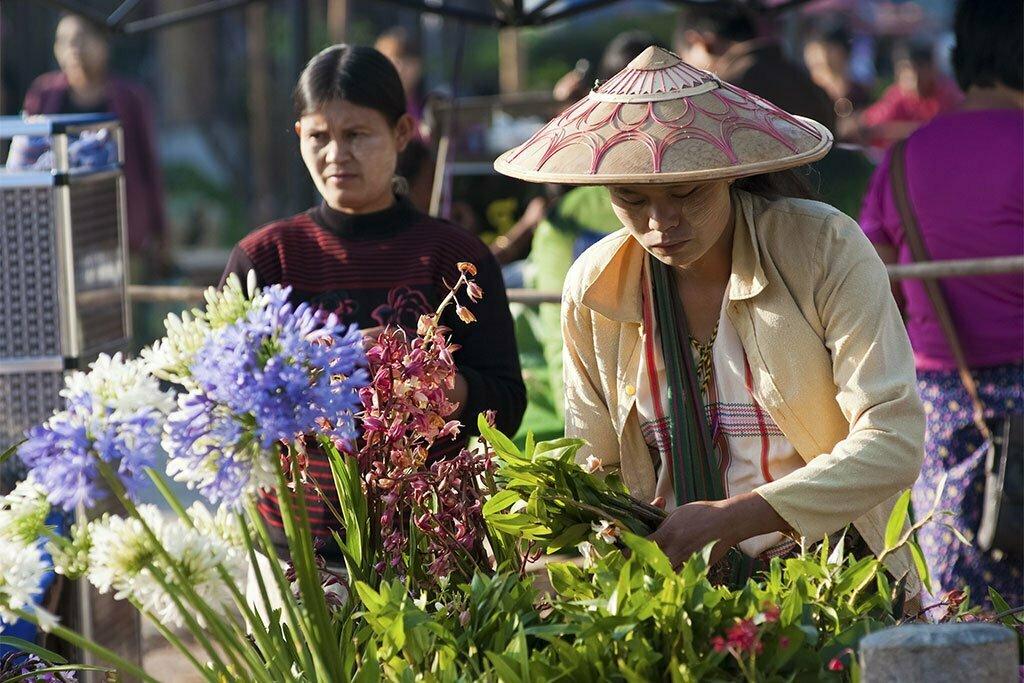 Vendeuse de fleurs à Kalaw