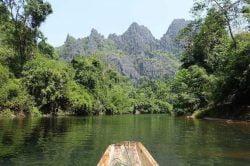 Une barque sur le fleuve de Konglor