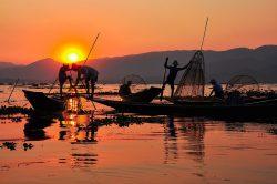 lac inle birmanie avec pêcheurs