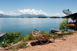lac nam ngum avec charrette sur la rive