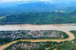 luang prabang vue sur la rivière et les montagnes