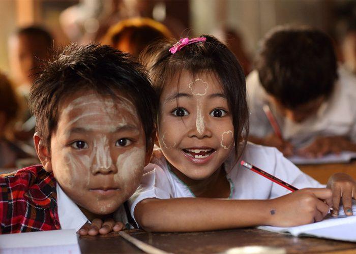 enfants à l'école mandalay birmanie