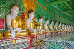 mandalay Birmanie rangée de Bouddha dans un temple