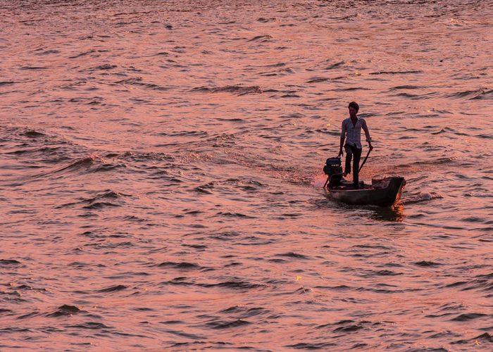 Barque solitaire sur le Mékong