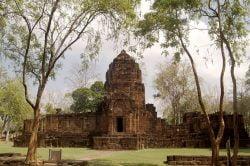Ruines d'un temple en pierre à Muang sing