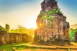 Ruines d'un temple de pierre à My Son