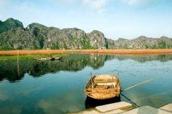 La baie d'Halong terrestre et ses couleurs vives