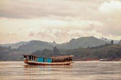 Bateau sur un fleuve à Pakbeng