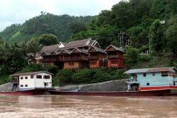 pakbeng rivière et bateaux