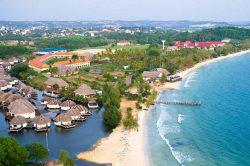 Plage et habitations à Sihanoukville