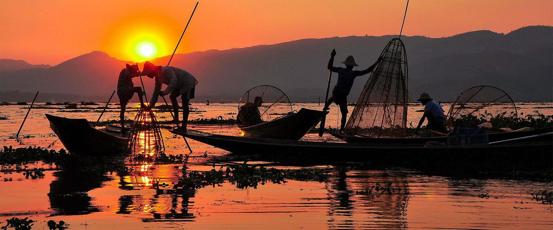 mandalay Birmanie pêche au couché du soleil