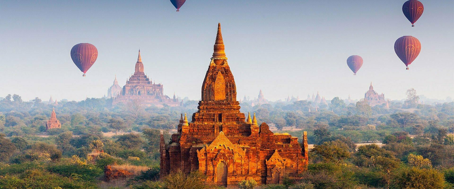 Bagan et ses montgolfières en Birmanie