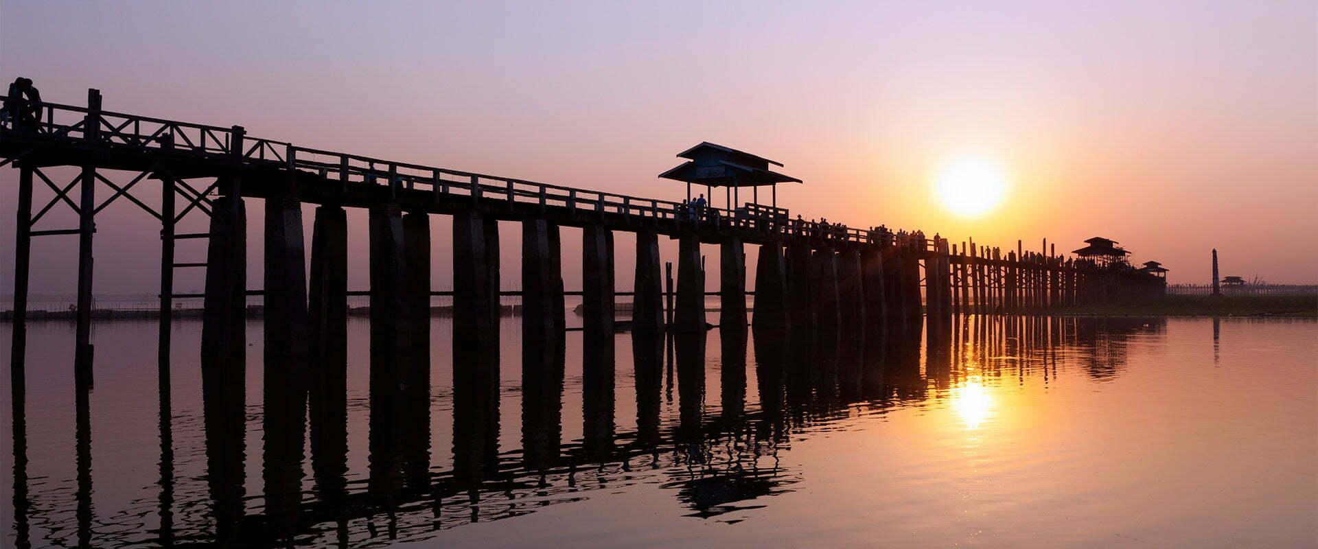 pont en bois sur pilotis à Mandalay Birmanie