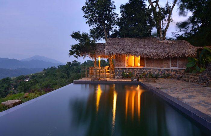 Piscine et chambre de luxe face à la nature
