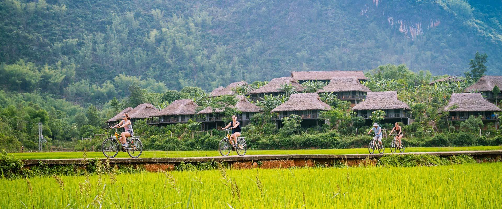 Mai Chau ballade à vélo dans les champs