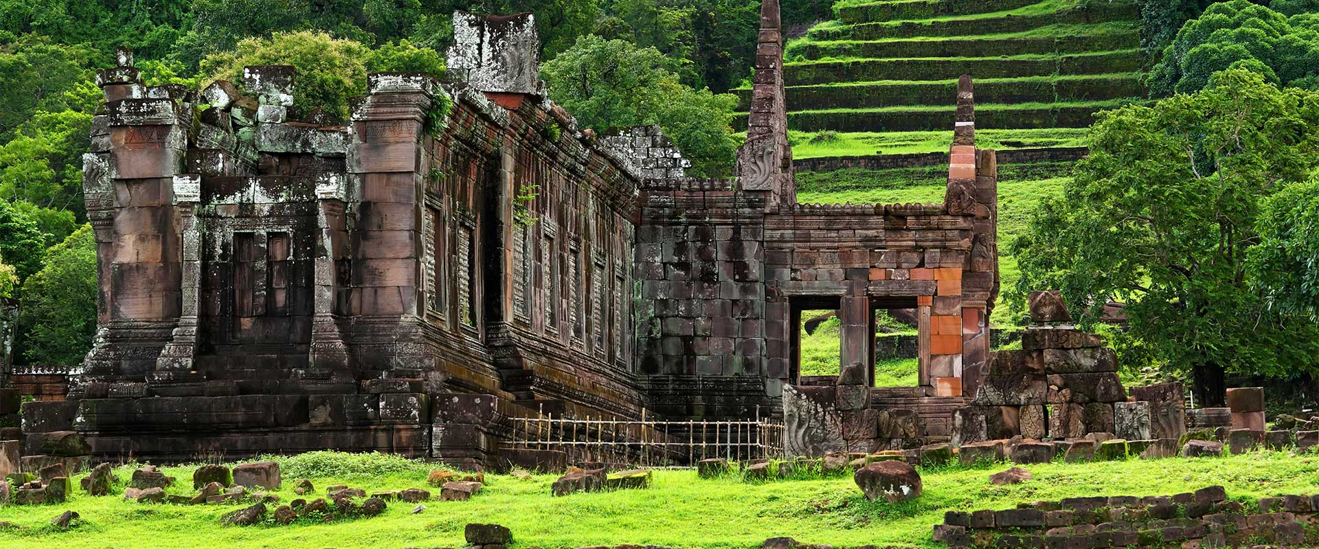 Ruines d'un temple en pierre à Wat phou