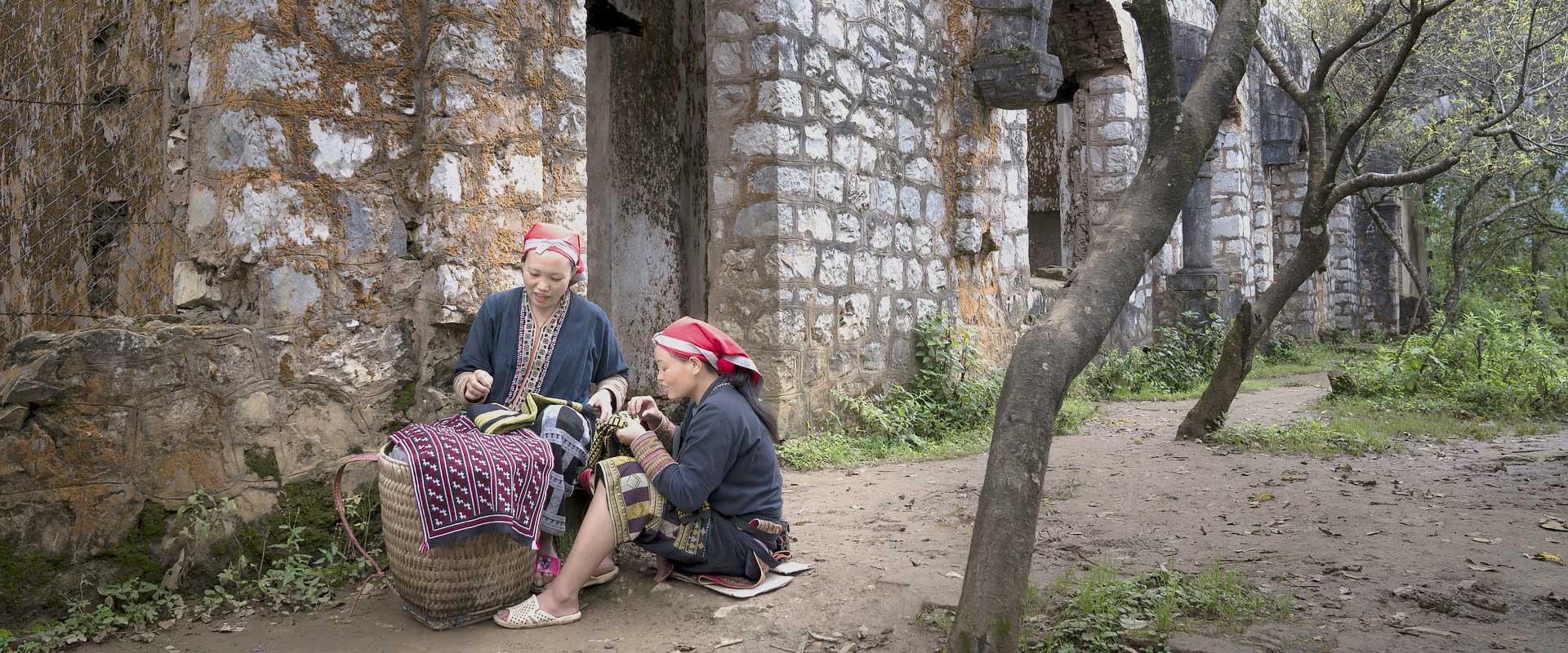 sapa Vietnam village avec femme travaillant