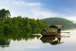 Un fleuve calme et des couleurs vives à Thac Ba