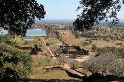 Vue sur des ruines à Champassak