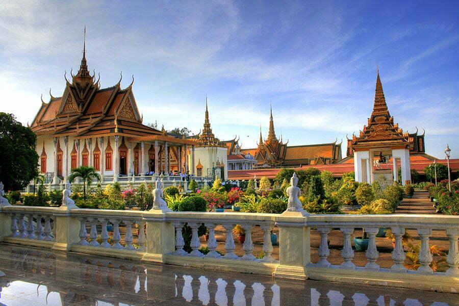 phnom pehn cambodge, temples blancs à toits dorés