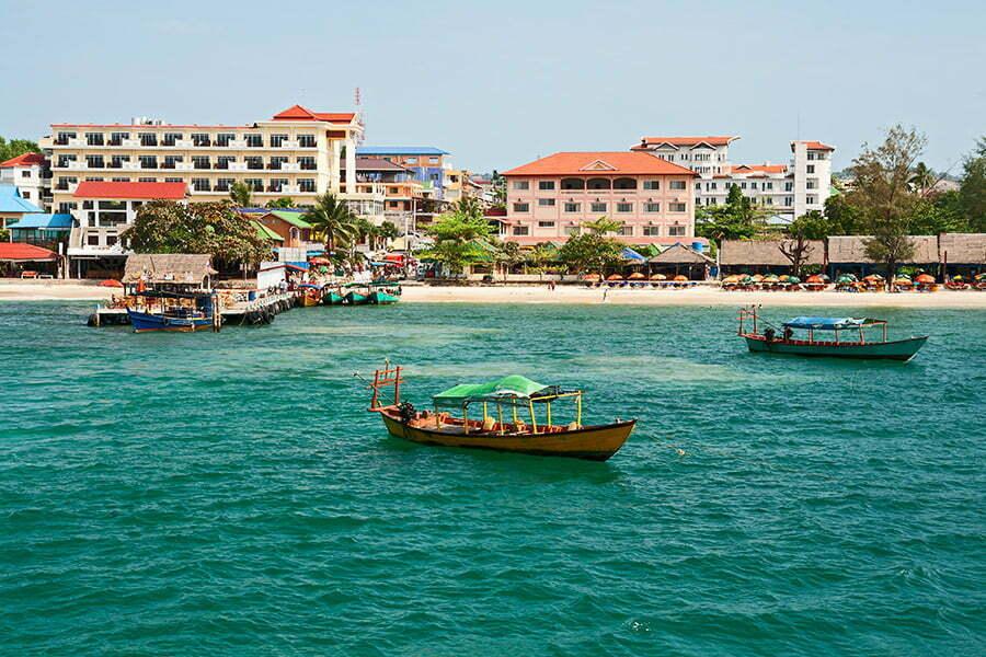 sihanoukville cambodge, ville avec front de mer et bateaux