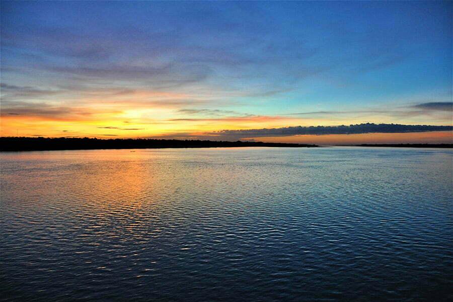couché de soleil sur tonle sap cambodge