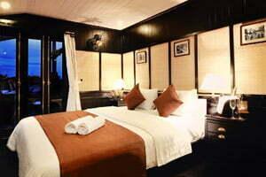 chambre de luxe sur jonque dans la baie d'Halong