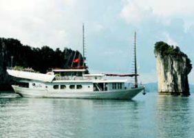 Bateau de luxe sur la baie d'Halong