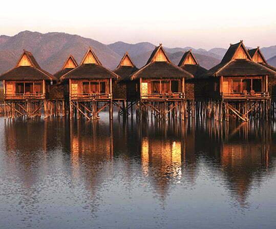 maison sur pilotis sur la rivière, Cambodge