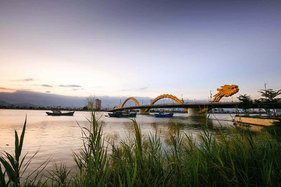 Pont orné d'un dragon à Danang