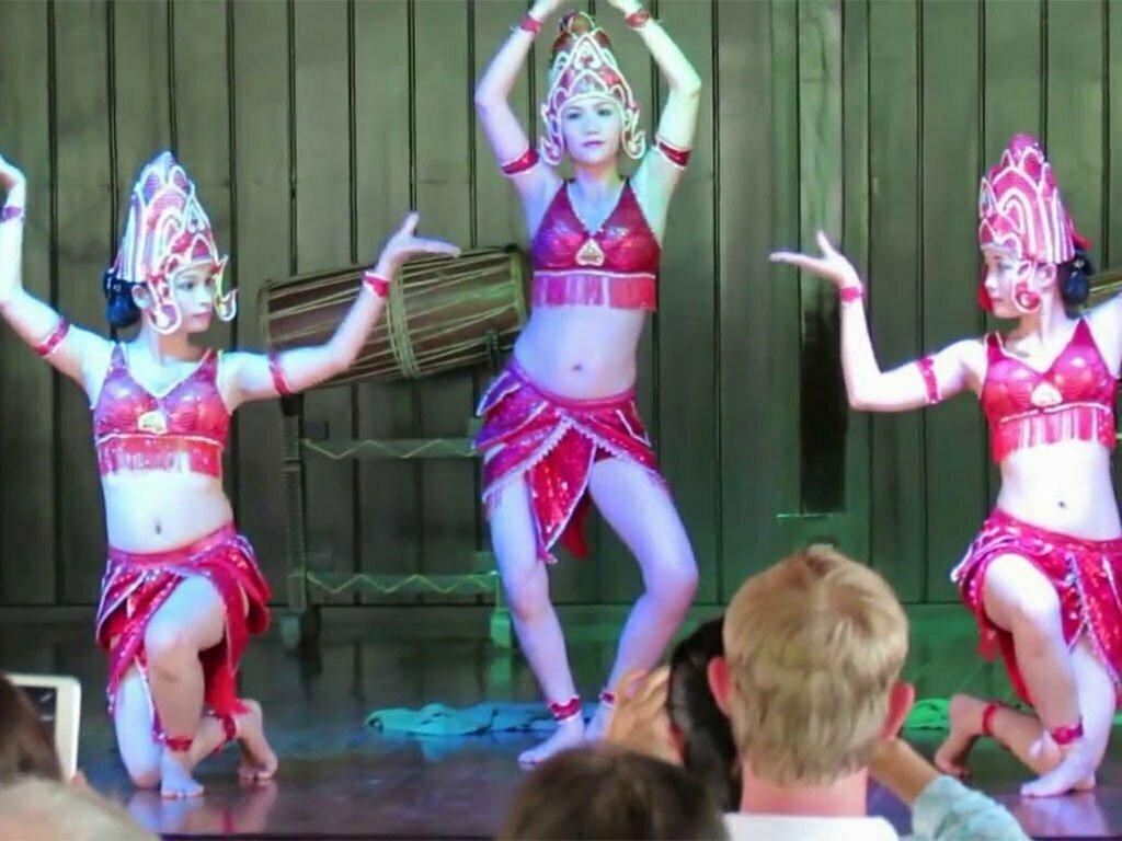 spectacle de danse à Hoi An, Vietnam